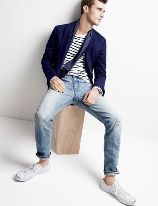 Come indossare jeans azzurri con un blazer blu scuro (11 foto ... b03c111609e