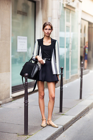 bab7e263d62c Look alla moda per donna  Blazer a righe verticali bianco e nero ...