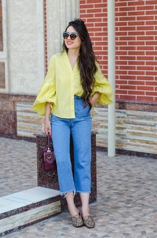 Come indossare e abbinare mocassini eleganti in pelle terracotta: Opta per una blusa abbottonata a righe verticali gialla e jeans blu per un look raffinato ma semplice. Scegli un paio di mocassini eleganti in pelle terracotta come calzature per un tocco virile.