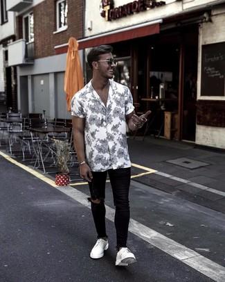 199076f679 ... Look alla moda per uomo: Camicia a maniche corte a fiori bianca e nera,