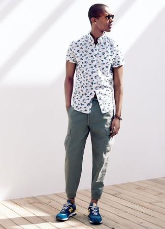 1364c052e2 ... Look alla moda per uomo: Camicia a maniche corte a fiori bianca,  Pantaloni cargo