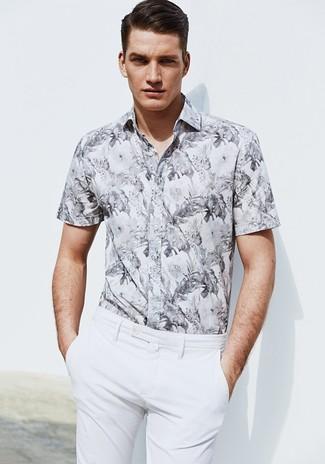 Look alla moda per uomo: Camicia a maniche corte a fiori