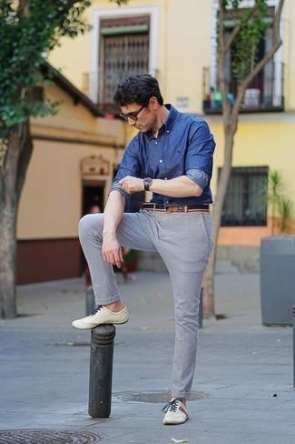 Come indossare e abbinare occhiali da sole marroni: Indossa una camicia a maniche lunghe in chambray blu con occhiali da sole marroni per una sensazione di semplicità e spensieratezza. Sfodera il gusto per le calzature di lusso e prova con un paio di sneakers basse in pelle beige.