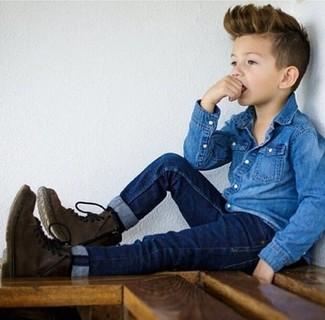 Come indossare: camicia a maniche lunghe di jeans blu, jeans blu scuro, stivali marrone scuro