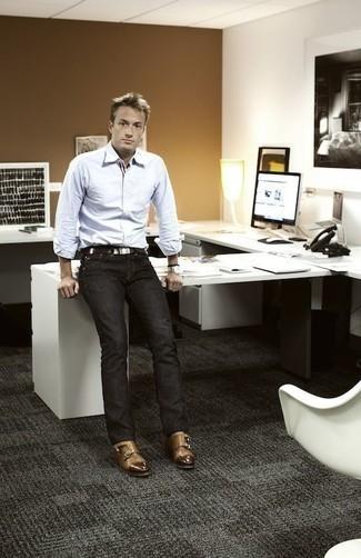 Trend da uomo 2020: Coniuga una camicia a maniche lunghe bianca con jeans grigio scuro per un look raffinato per il tempo libero. Lascia uscire il Riccardo Scamarcio che è in te e mettiti un paio di scarpe double monk in pelle marrone chiaro per dare un tocco di classe al tuo look.