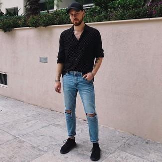 Trend da uomo 2020 in modo rilassato: Opta per una camicia a maniche lunghe a pois nera e bianca per un look semplice, da indossare ogni giorno.