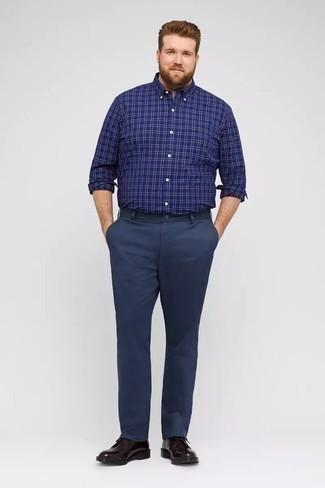 Come indossare e abbinare una camicia a maniche lunghe scozzese blu scuro: Opta per una camicia a maniche lunghe scozzese blu scuro e chino blu scuro per un look semplice, da indossare ogni giorno. Perché non aggiungere un paio di scarpe derby in pelle melanzana scuro per un tocco di stile in più?