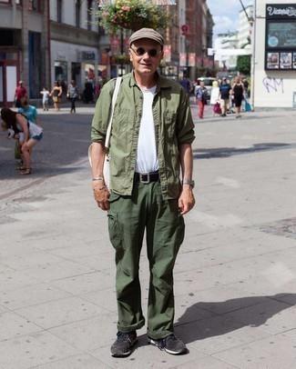 Come indossare e abbinare una coppola: Indossa una camicia a maniche lunghe verde oliva e una coppola per un look perfetto per il weekend. Scarpe sportive grigio scuro sono una eccellente scelta per completare il look.