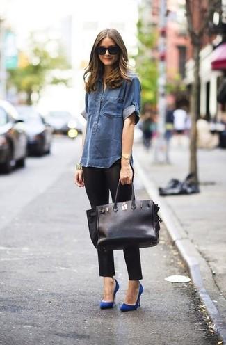 Camicia di jeans blu scuro leggings neri décolleté blu large 899