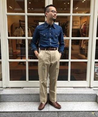 Come indossare e abbinare una camicia di jeans blu scuro: Potresti abbinare una camicia di jeans blu scuro con chino beige per un look raffinato per il tempo libero. Calza un paio di mocassini eleganti in pelle marroni per dare un tocco classico al completo.