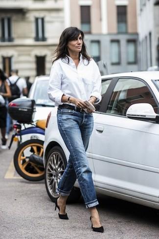 Camicia elegante bianca jeans boyfriend blu scuro décolleté in pelle scamosciata neri large 19172