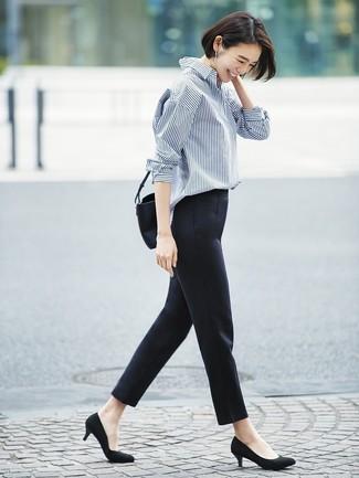 ... Look alla moda per donna  Camicia elegante a righe verticali blu scuro e  bianca 76d6cd674e7