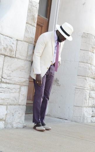 Come indossare e abbinare un fazzoletto da taschino bianco: Prova ad abbinare una camicia elegante bianca con un fazzoletto da taschino bianco per un look comfy-casual. Sfodera il gusto per le calzature di lusso e indossa un paio di scarpe oxford in pelle bianche e nere.