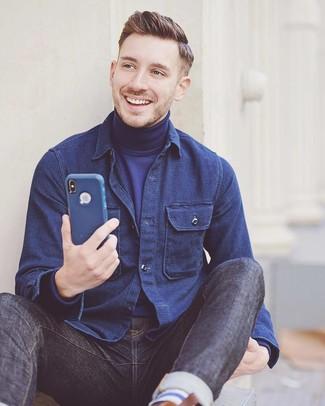 Come indossare e abbinare: camicia giacca blu scuro, dolcevita blu scuro, jeans blu scuro
