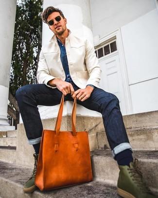 Come indossare e abbinare una borsa shopping in pelle arancione: Prova ad abbinare una camicia giacca beige con una borsa shopping in pelle arancione per un look perfetto per il weekend. Completa questo look con un paio di sneakers alte in pelle verde oliva.