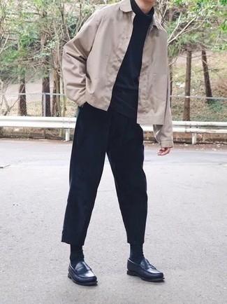 Come indossare e abbinare una camicia giacca beige: Opta per una camicia giacca beige e chino blu scuro per un look da sfoggiare sul lavoro. Mettiti un paio di mocassini eleganti in pelle blu scuro per dare un tocco classico al completo.