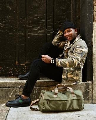 Come indossare e abbinare una berretto nera: Potresti abbinare una camicia giacca mimetica verde oliva con una berretto nera per un look perfetto per il weekend. Scegli uno stile classico per le calzature e prova con un paio di scarpe brogue in pelle nere.