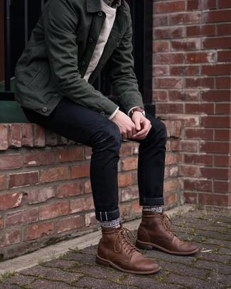 Moda uomo anni 30: Per un outfit quotidiano pieno di carattere e personalità, coniuga una camicia giacca verde scuro con jeans neri. Stivali casual in pelle marroni sono una validissima scelta per completare il look.