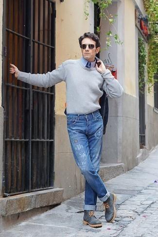 Come indossare e abbinare una camicia giacca blu scuro: Scegli un outfit composto da una camicia giacca blu scuro e jeans stampati blu per un look raffinato per il tempo libero. Prova con un paio di stivali da lavoro in pelle grigio scuro per avere un aspetto più rilassato.