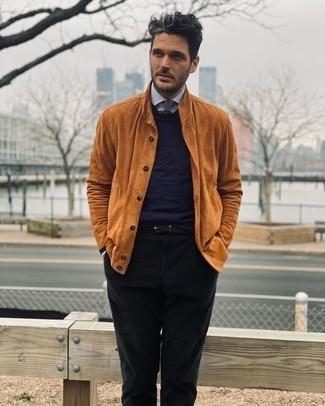 Come indossare e abbinare una cintura di tela marrone scuro: Abbina una camicia giacca in pelle scamosciata terracotta con una cintura di tela marrone scuro per un outfit rilassato ma alla moda.