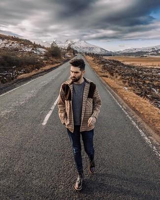 Come indossare e abbinare stivali casual in pelle marrone scuro: Combina una camicia giacca di lana a quadri marrone con jeans aderenti blu scuro per un look raffinato per il tempo libero. Calza un paio di stivali casual in pelle marrone scuro per dare un tocco classico al completo.