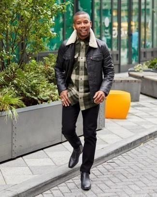 Trend da uomo 2020: Metti una camicia giacca in pelle nera e jeans neri per un outfit comodo ma studiato con cura. Scegli uno stile classico per le calzature e opta per un paio di stivali chelsea in pelle neri.