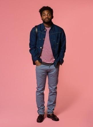 Come indossare e abbinare mocassini eleganti in pelle marrone scuro: Per un outfit quotidiano pieno di carattere e personalità, abbina una camicia giacca di jeans blu scuro con jeans azzurri. Un bel paio di mocassini eleganti in pelle marrone scuro è un modo semplice di impreziosire il tuo look.