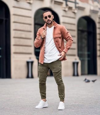 Come Indossare E Abbinare Una Camicia Giacca Rosa Con Pantaloni Cargo Verde Oliva 1 Outfit Lookastic