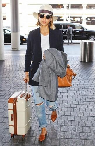 Perfeziona il look smart casual con un cappotto grigio e occhiali da sole beige per donna di Michael Kors. Non vuoi calcare troppo la mano con le scarpe? Prova con un paio di ballerine in pelle terracotta per la giornata.