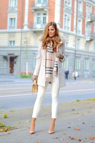 ace55446501412 ... Look alla moda per donna: Cappotto con collo di pelliccia bianco,  Dolcevita bianco,