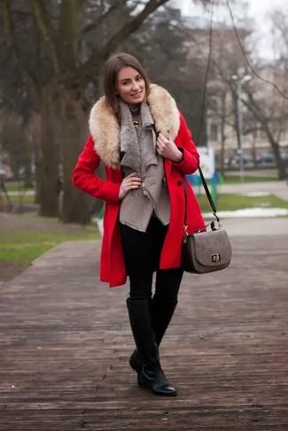 d4a4423079 Look alla moda per donna: Cappotto con collo di pelliccia rosso ...