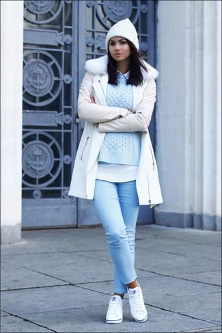 527f6bbf970ed1 ... Look alla moda per donna: Cappotto con collo di pelliccia bianco,  Maglione a trecce