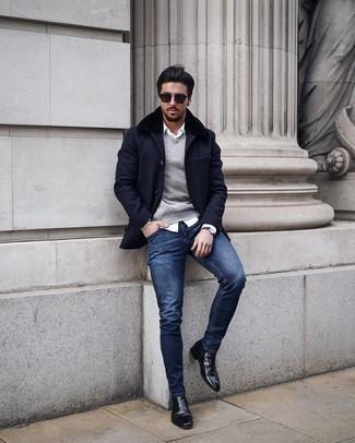 Trend da uomo 2020 in inverno 2021: Prova ad abbinare un cappotto con collo di pelliccia blu scuro con jeans aderenti blu scuro per un look raffinato per il tempo libero. Opta per un paio di stivali chelsea in pelle neri per un tocco virile. È splendida idea per per vestirsi con stile durante la stagione invernale!