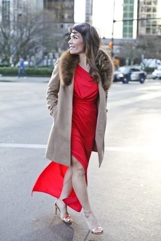 Come indossare un cappotto con collo di pelliccia marrone (6 foto ... 6aa5c41a70c