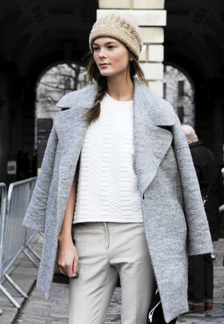 Cappotto grigio t shirt girocollo bianca pantaloni skinny grigi large 1216