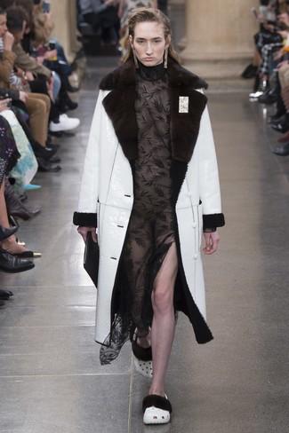 Look alla moda per donna: Cappotto in shearling bianco