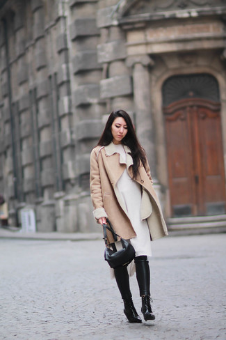 Scegli uno stile classico in un cappotto di shearling marrone chiaro di Yves Salomon e pantaloni skinny in pelle neri. Stivaletti stringati eleganti in pelle neri sono una valida scelta per completare il look.