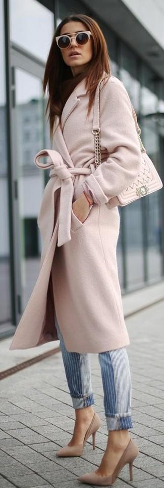 Perfeziona il look smart casual con un cappotto rosa e occhiali da sole beige per donna di Michael Kors. Décolleté in pelle scamosciata beige sono una splendida scelta per completare il look.