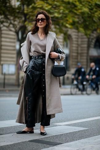 Come indossare una pochette nera con un cappotto beige (24 foto ... b1edc3341ba