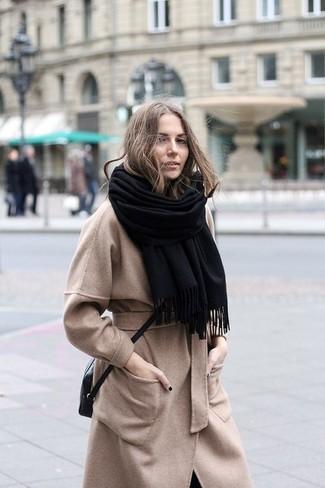 cappotto beige sciarpa nera