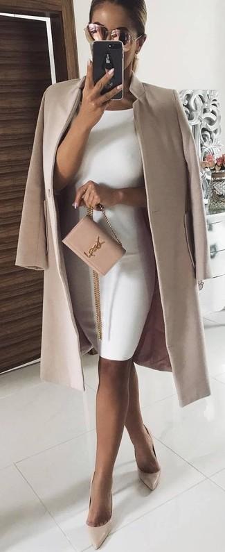Potresti indossare un cappotto beige e occhiali da sole rosa di Michael Kors, perfetto per il lavoro. Décolleté in pelle beige sono una valida scelta per completare il look.