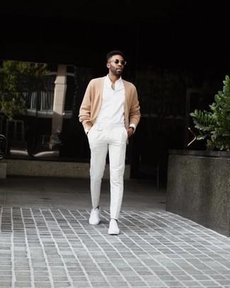 Come indossare e abbinare un orologio in pelle marrone scuro: Abbina un cardigan marrone chiaro con un orologio in pelle marrone scuro per un'atmosfera casual-cool. Mettiti un paio di sneakers basse di tela bianche per un tocco virile.
