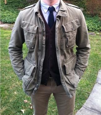 Indossa un cardigan marrone con jeans marrone chiaro per un look raffinato per il tempo libero.