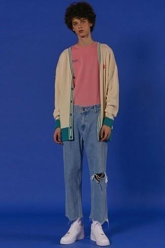 Come indossare e abbinare sneakers basse in pelle bianche: Abbina un cardigan beige con jeans strappati blu per un'atmosfera casual-cool. Ispirati all'eleganza di Luca Argentero e completa il tuo look con un paio di sneakers basse in pelle bianche.