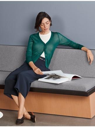 Prova a combinare un maglione a maniche corte con una gonna pantalone blu scuro per un fantastico look da sfoggiare nel weekend. Un bel paio di mocassini eleganti in pelle marrone scuro è un modo semplice di impreziosire il tuo look.