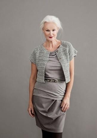 Come indossare e abbinare un collant: Combina un coprispalle grigio con un collant per un look comfy-casual.
