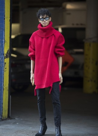 Come indossare: dolcevita di lana lavorato a maglia rosso, jeans aderenti neri, stivali chelsea in pelle neri