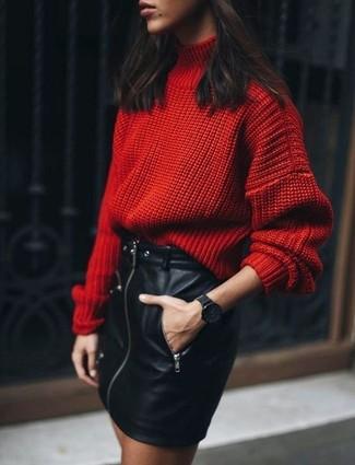 Indossa un dolcevita di lana lavorato a maglia rosso con una minigonna in pelle nera di Oakwood per vestirti casual.