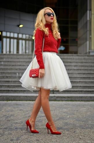Come indossare: dolcevita lavorato a maglia rosso, gonna a ruota in tulle bianca, décolleté in pelle rossi, borsa a tracolla in pelle trapuntata rossa
