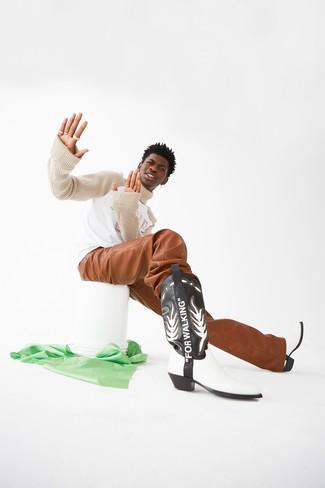 Come indossare e abbinare un dolcevita lavorato a maglia beige: Opta per un dolcevita lavorato a maglia beige e chino in pelle terracotta per affrontare con facilità la tua giornata. Non vuoi calcare troppo la mano con le scarpe? Scegli un paio di stivali texani in pelle neri e bianchi come calzature per la giornata.